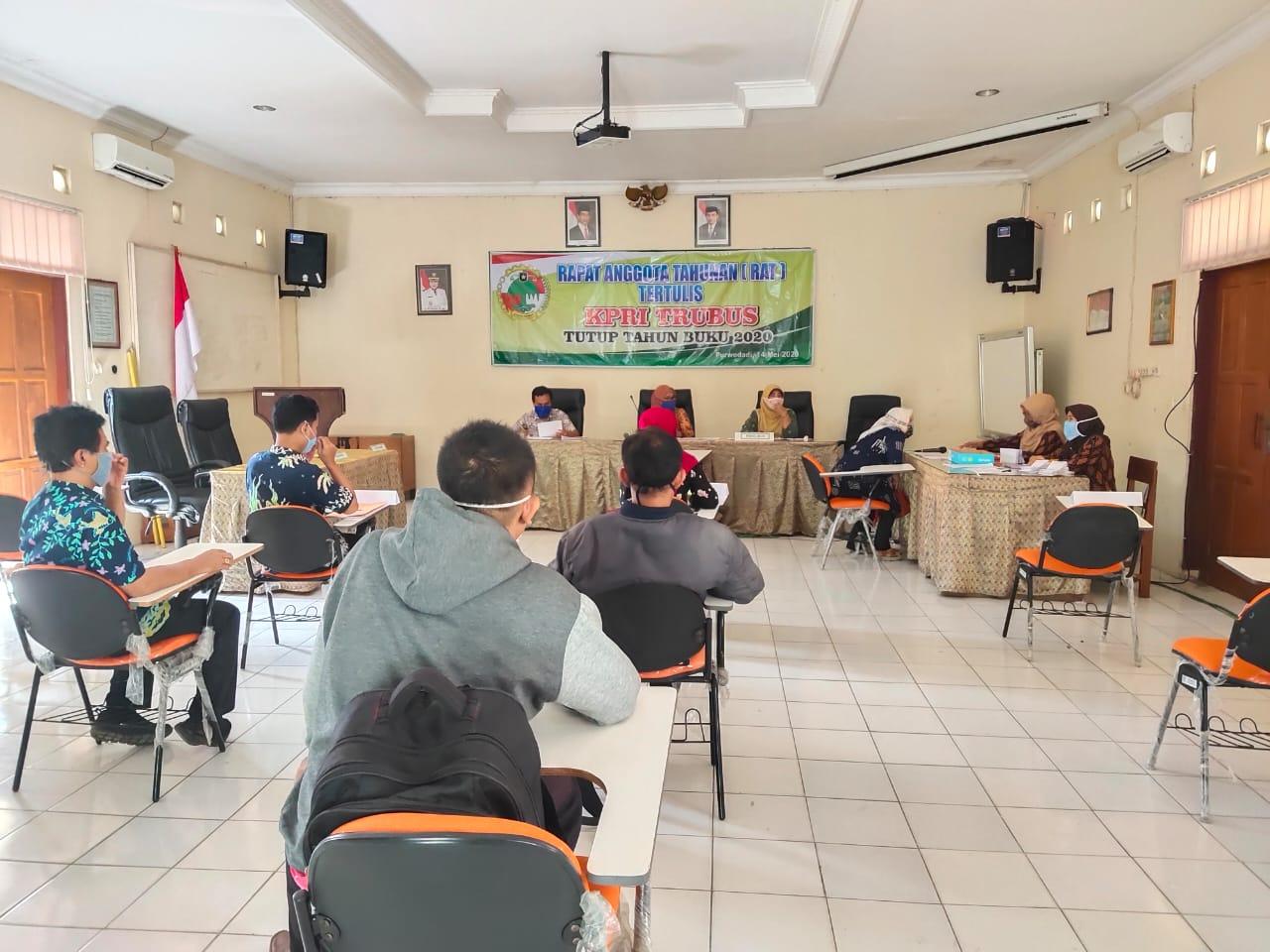 PENUHI PROTOKOL KESEHATAN, KPRI TRUBUS GELAR RAT  TUTUP BUKU TAHUN 2019